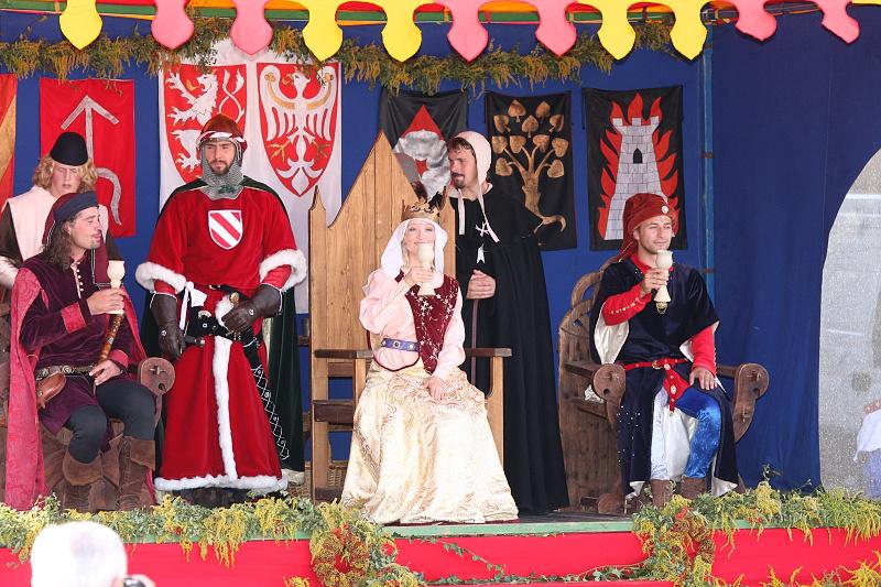 http://www.slavnostikralovnyelisky.cz/files/2008/slavnosti-kralovny-elisky-2008-04.jpg